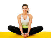 美丽的实践的女子瑜伽年轻人 免版税库存图片