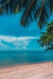 美丽的室外热带海滩和海在天堂海岛 免版税库存照片