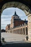 美丽的宫殿构筑与曲拱 库存图片
