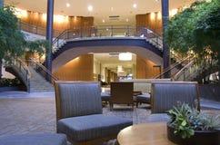 美丽的家具在lobbby的旅馆 库存照片