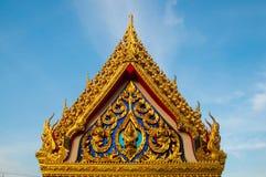 美丽的寺庙在蓝天的泰国 免版税库存图片