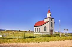 美丽的小偏僻的教会在农村冰岛 库存照片
