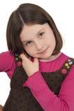 美丽的小女孩联系在移动电话 免版税库存图片