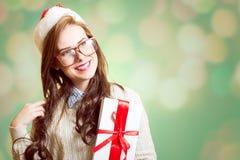 美丽的小姐的图片圣诞老人红色帽子的 免版税图库摄影