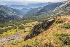美丽的小山和山充满阳光 库存图片