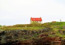 美丽的小山房子 库存图片