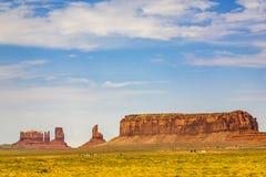美丽的小山-他的王位的国王-在纪念碑谷 免版税库存图片