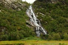美丽的小河和瀑布在苏格兰的高地 免版税库存图片