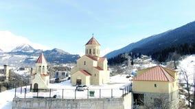 美丽的小的教会在山村,4k空中英尺长度  影视素材