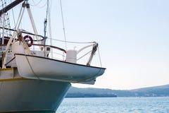 美丽的小船运输辅助小船 图库摄影