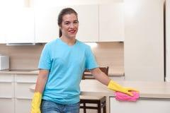 美丽的少妇主妇在清洗以后 图库摄影