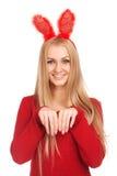 美丽的少妇佩带的兔宝宝耳朵 库存照片