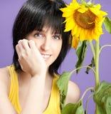 美丽的少妇用向日葵 库存照片