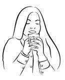 美丽的少妇用茶,咖啡杯 免版税库存图片