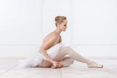 美丽的少妇芭蕾舞女演员 库存图片