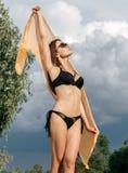 美丽的少妇画象有海滩的假期f 图库摄影