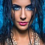 美丽的少妇画象有蓝眼睛的关闭了 免版税图库摄影