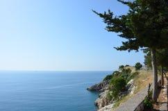 美丽的山和海 库存图片