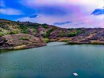 美丽的山和著名山湖 库存照片