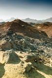 美丽的山在日落的阿拉伯沙漠 图库摄影