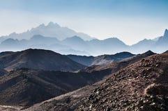 美丽的山在阿拉伯沙漠 免版税图库摄影