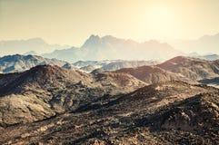 美丽的山在阿拉伯沙漠 免版税库存照片