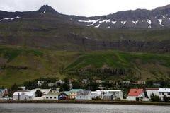 美丽的山城镇 免版税库存图片