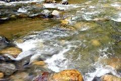 美丽的山小河细节  库存图片
