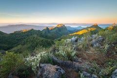 美丽的山日出天空 免版税图库摄影