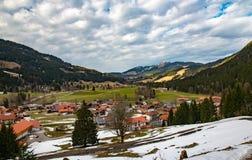 美丽的山村在巴伐利亚 库存图片