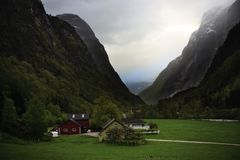 美丽的山的小村庄 图库摄影