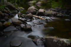 美丽的岩石河海岸线 库存图片