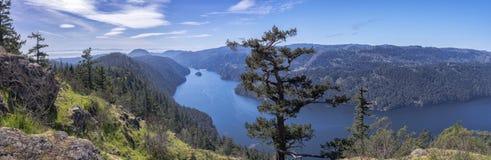 美丽的峡湾,不列颠哥伦比亚省,加拿大的一幅全景 库存照片