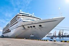 美丽的巡航港口船 免版税图库摄影