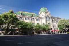 美丽的工艺美术大厦匈牙利博物馆在夏天 免版税库存照片