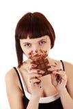 美丽的巧克力吃暴食者查出的年轻人 免版税库存照片