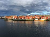 美丽的市Svolvaer在Lofoten,挪威 免版税库存照片
