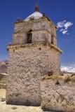美丽的帕里纳科塔火山村庄教会的外部, Putre,智利 免版税库存图片