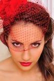 美丽的帽子红色面纱妇女 免版税库存图片