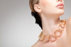 美丽的干净的图象珠宝佩带的妇女 库存图片