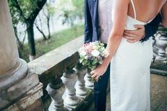 美丽的年轻夫妇新娘和新郎 免版税库存照片