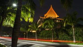 美丽的度假旅馆在晚上 库存照片