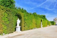 美丽的庭院在一个著名宫殿凡尔赛 库存照片