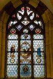 美丽的彩色玻璃单块玻璃在被成拱形的窗口里 库存图片