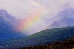 美丽的彩虹说谎在冰河山 库存照片