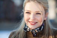 美丽的微笑的女孩Portrit  免版税图库摄影