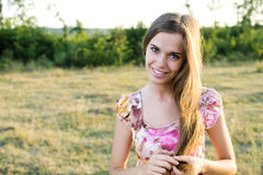美丽的微笑的妇女 免版税图库摄影