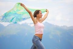 美丽的快乐的方巾妇女 免版税图库摄影