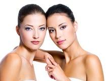 美丽的性感的二名妇女 免版税库存照片