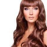 美丽的性感的妇女画象有长的红色头发的 免版税图库摄影
